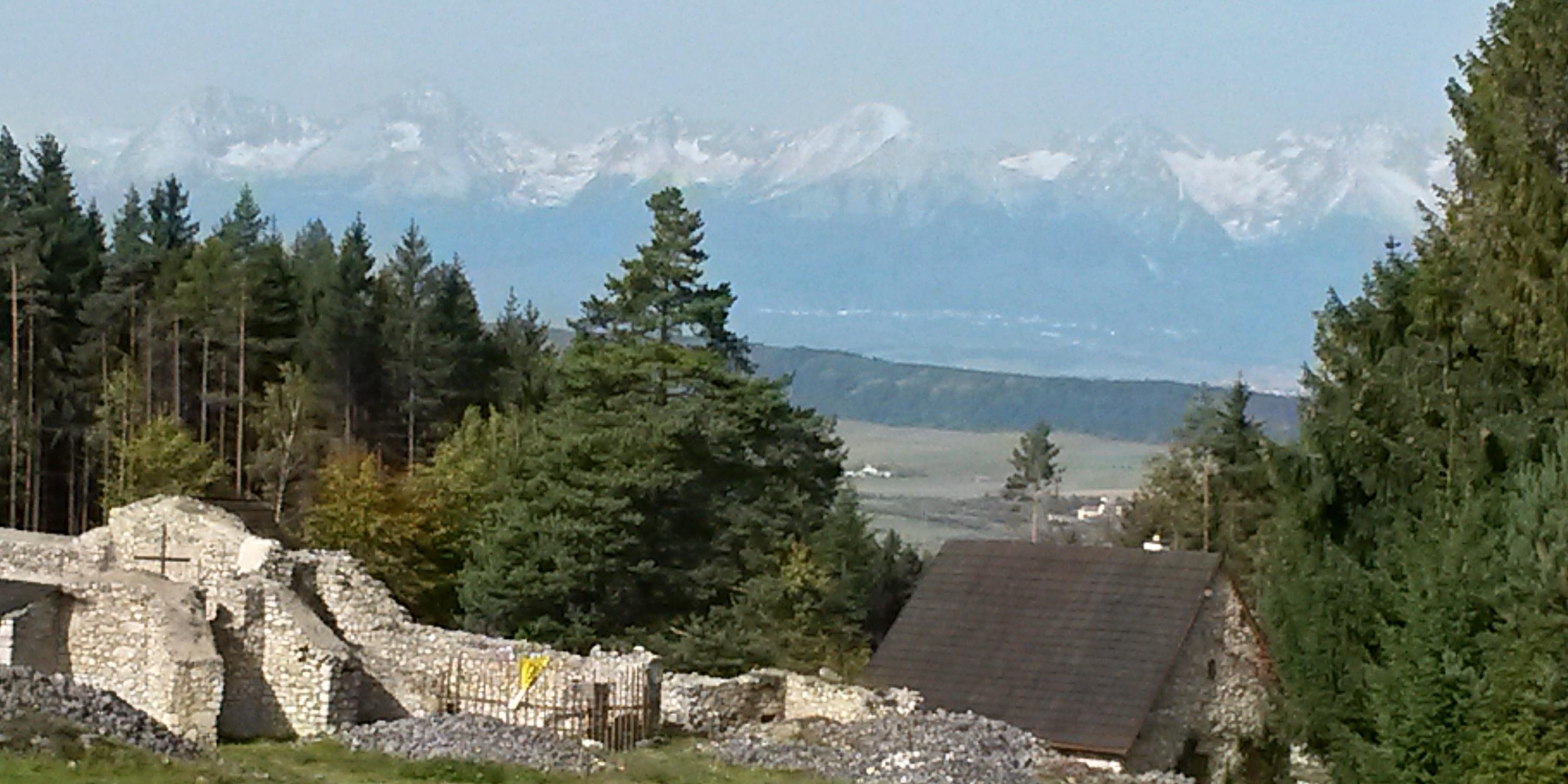 Kláštorisko-v-pozadí-Vysoké-Tatry